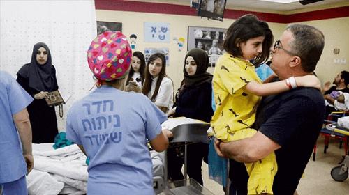 Врачи отделили голову от позвоночника, спасая 9-летнюю девочку